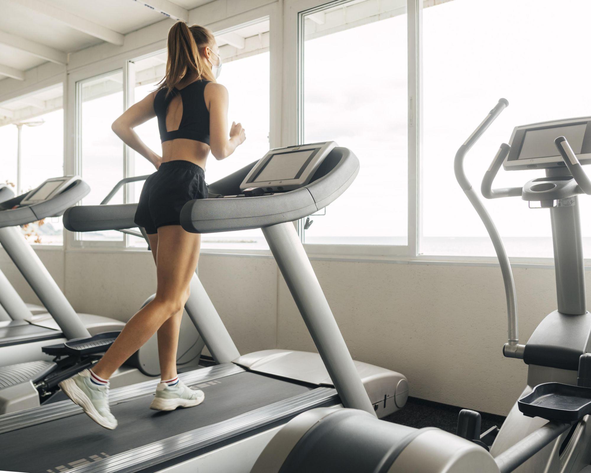 A futópadon futás jó hatással van az egészségünkre