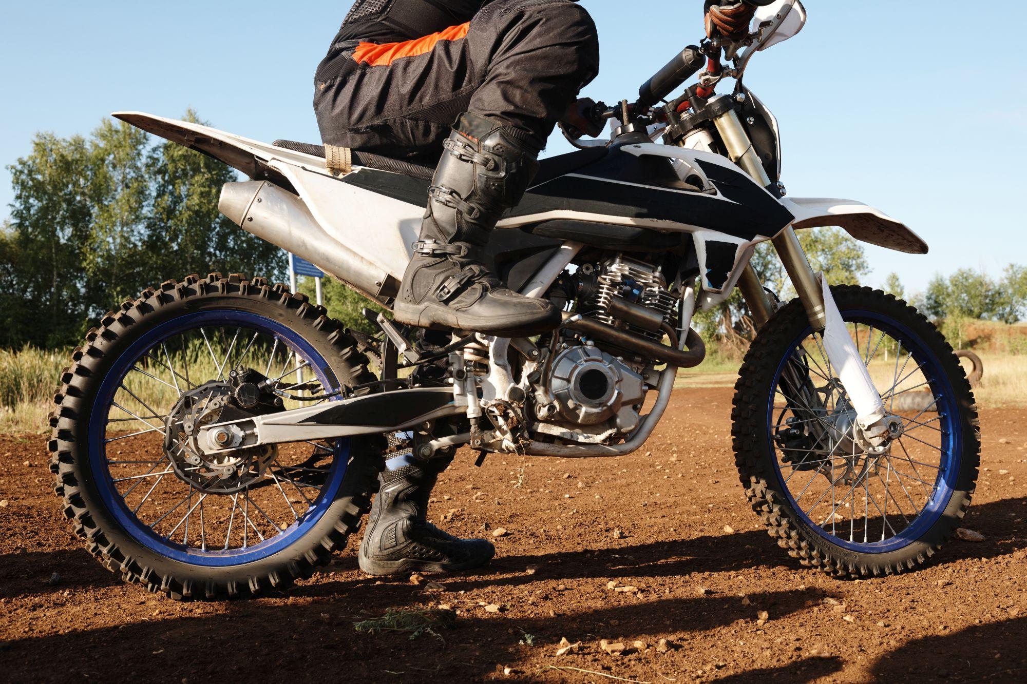 A motoros csizma fontos szerepet játszik a sérülések elkerülésében