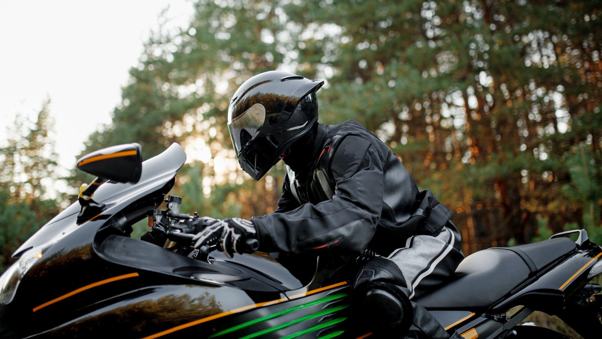 A motoros overallok nyújtják a legtöbb védelmet