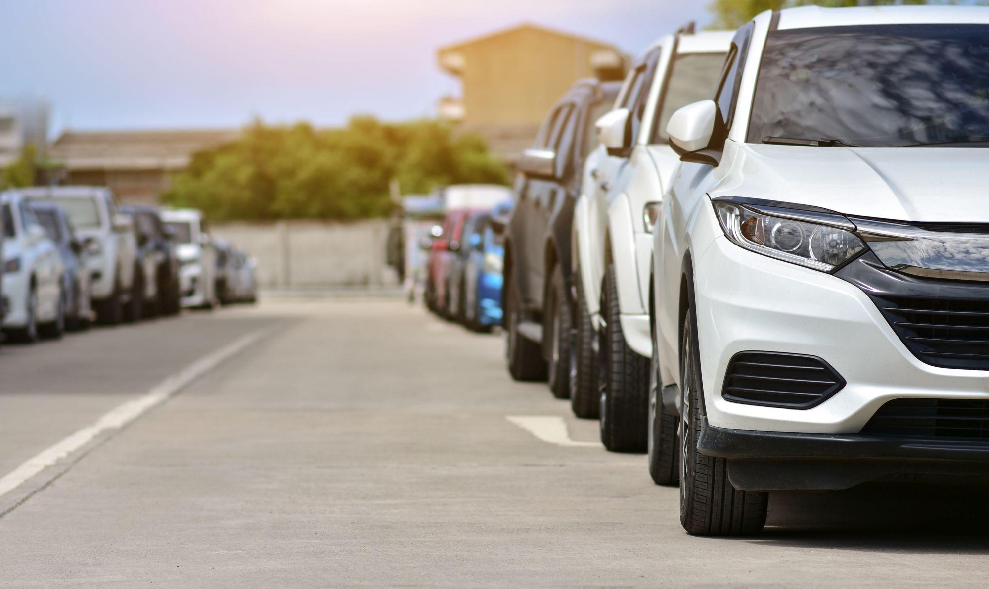 A városban parkolni sokkal egyszerűbb egy visszapillantó tükör kamerával