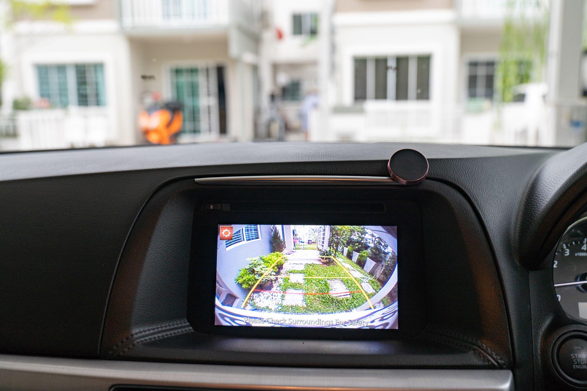 A visszapillantó tükör kamera a tolatásban is segítségedre lehet
