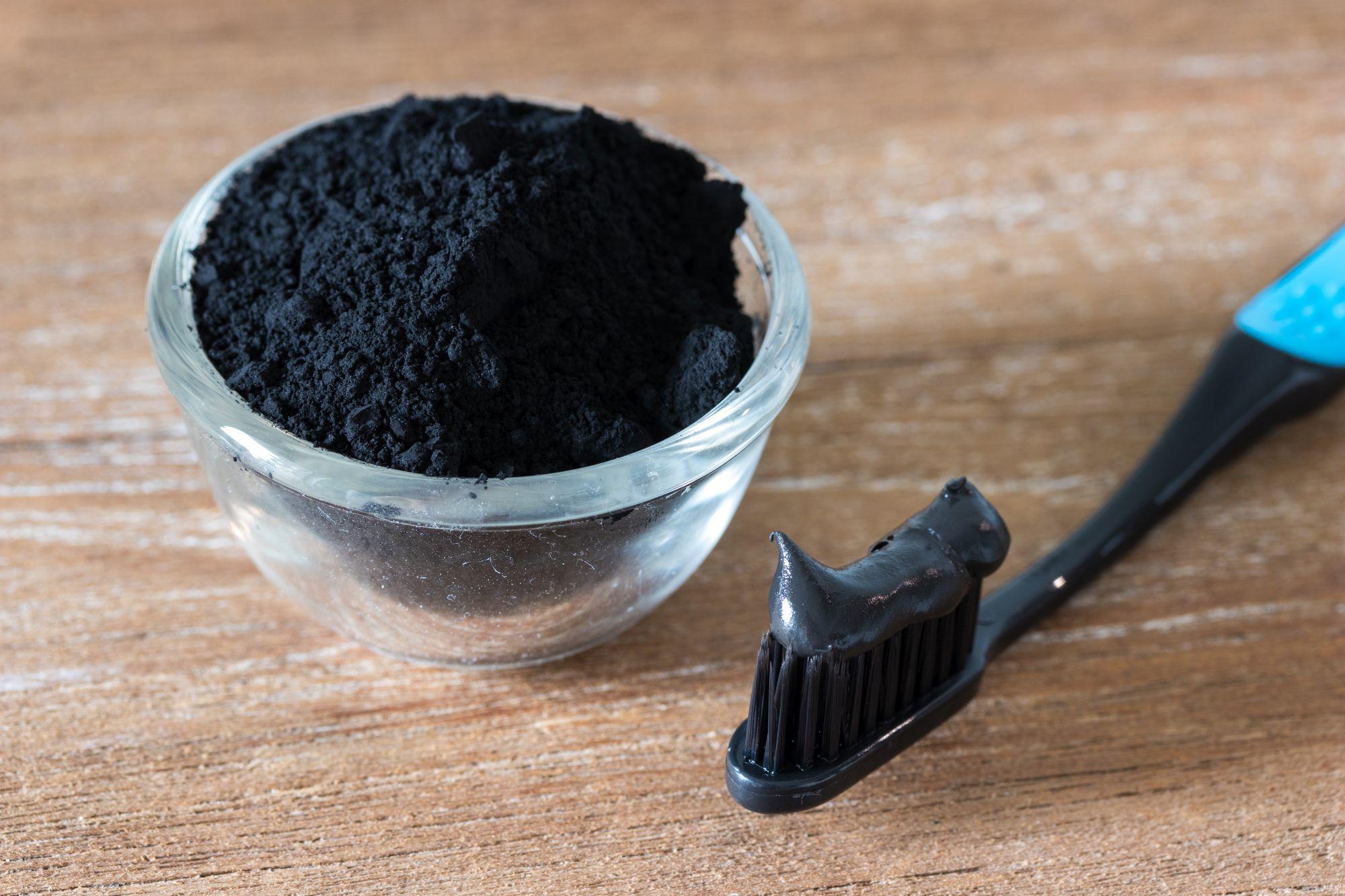 Az Ultra Blanc aktív szénnel fehérít