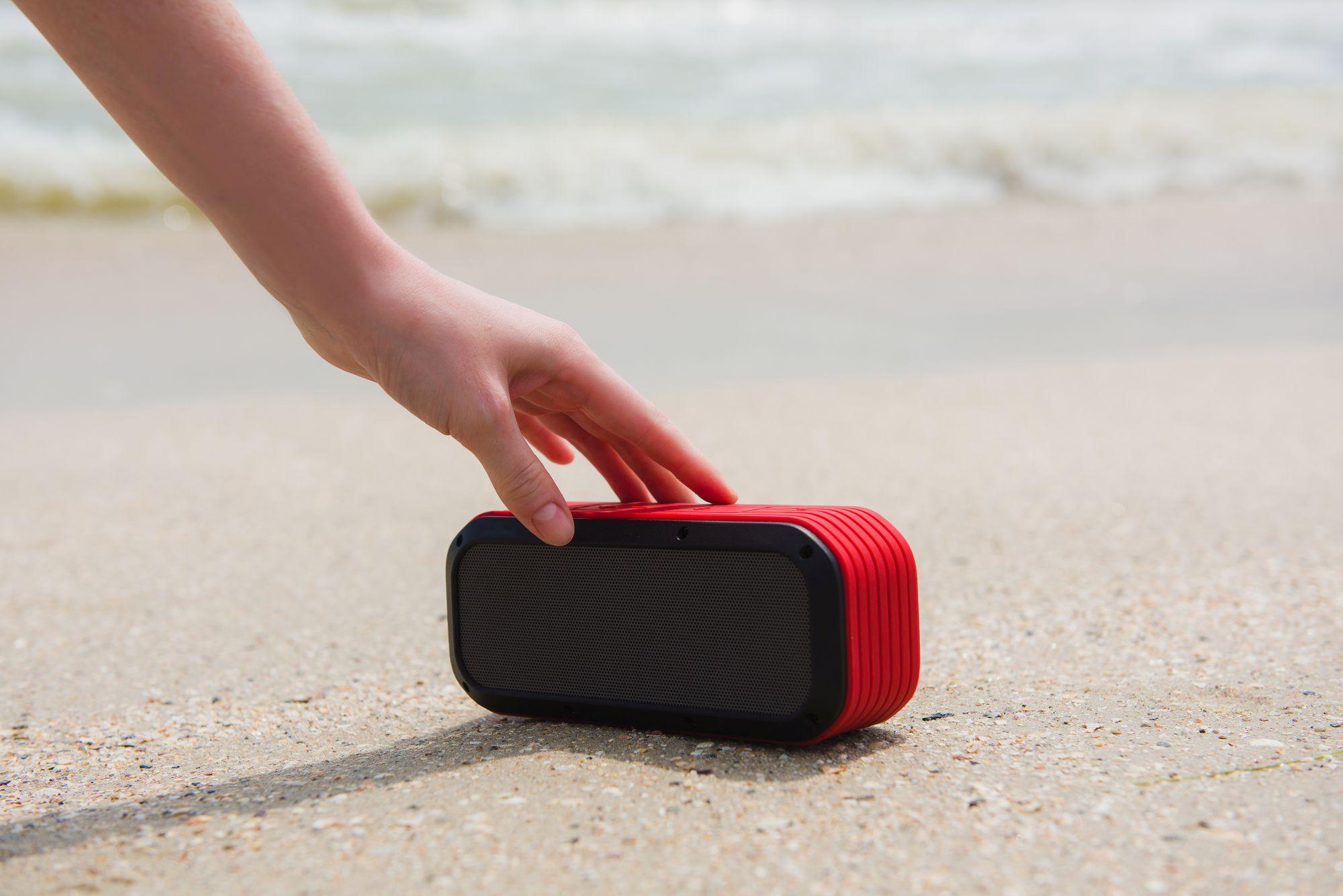 Bluetooth hangszóró bekapcsolása a strandon
