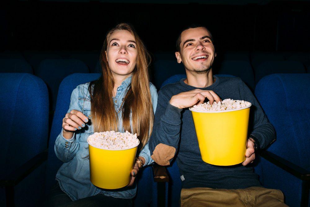 Boldog pár a moziban