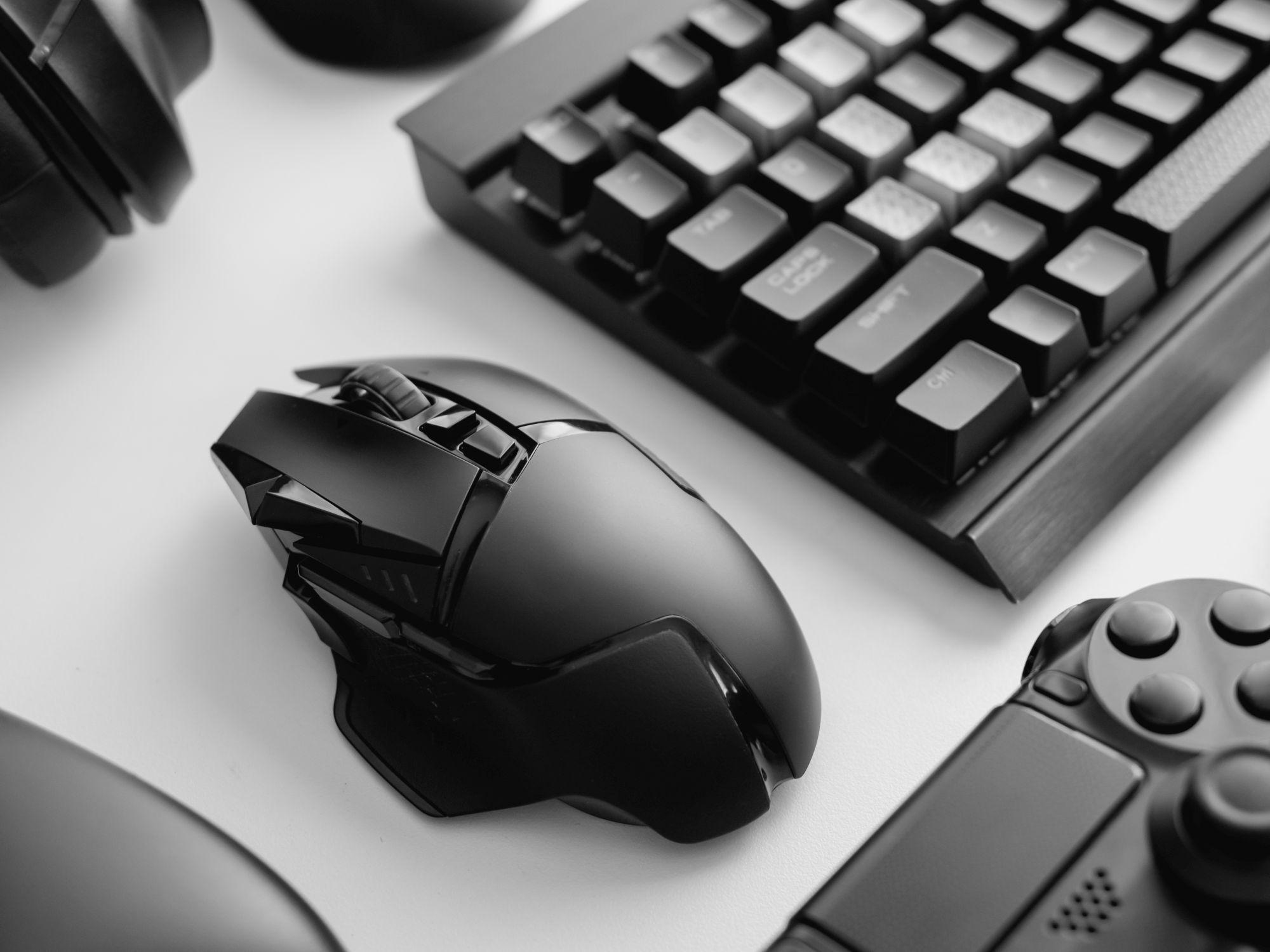 Fekete gamer egér
