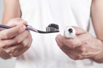 Fekete színű Ultra Blanc fogkrém