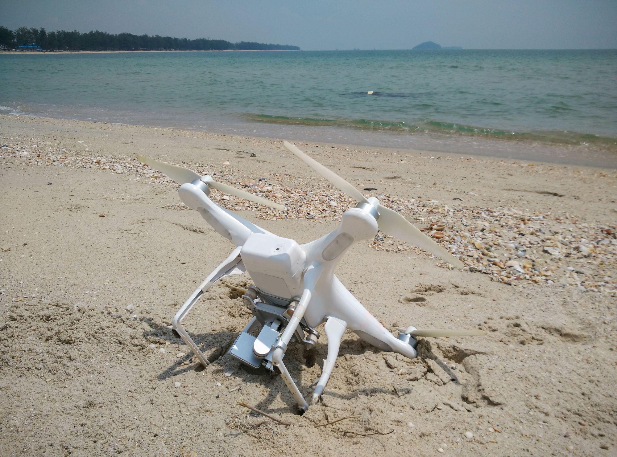 Homokba esett drón