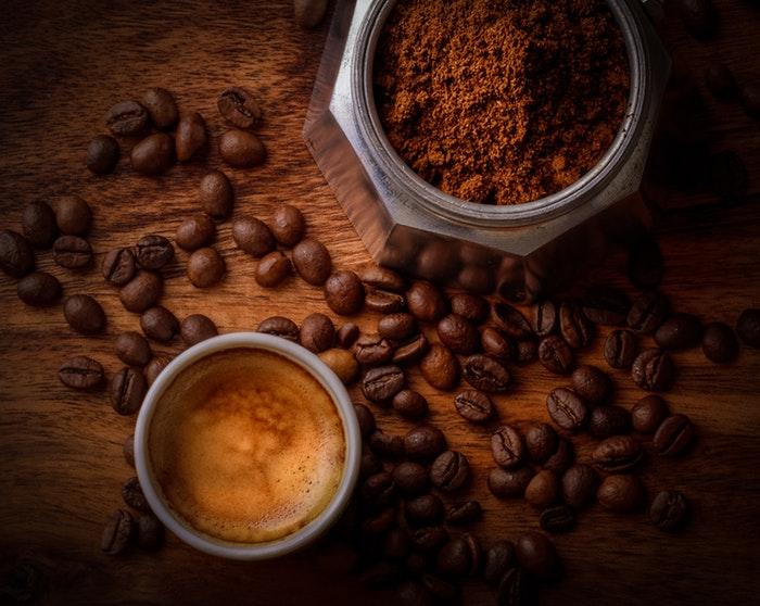 Kávé és kávébabok