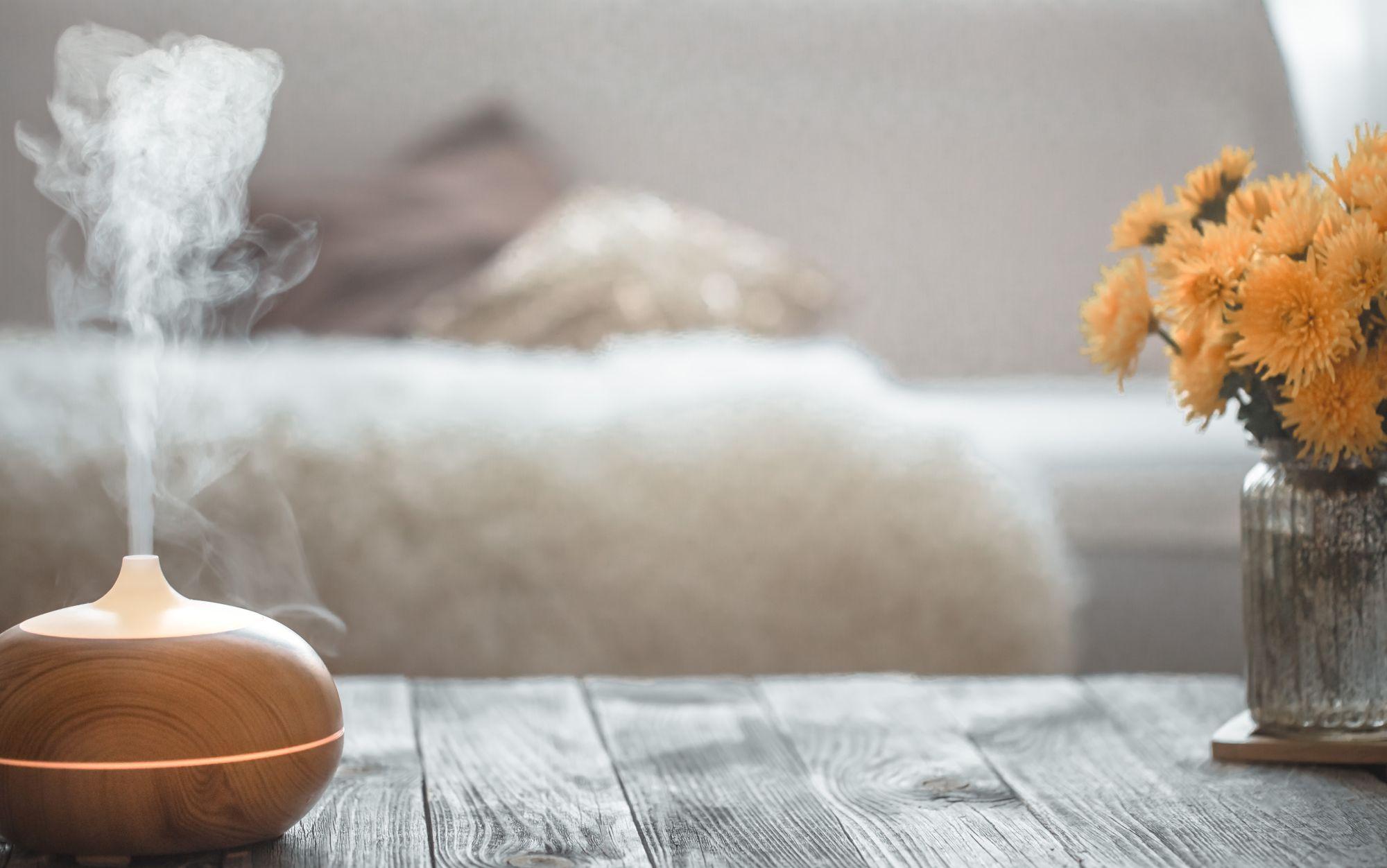 Led világítással rendelkező aroma diffúzor a nappaliban