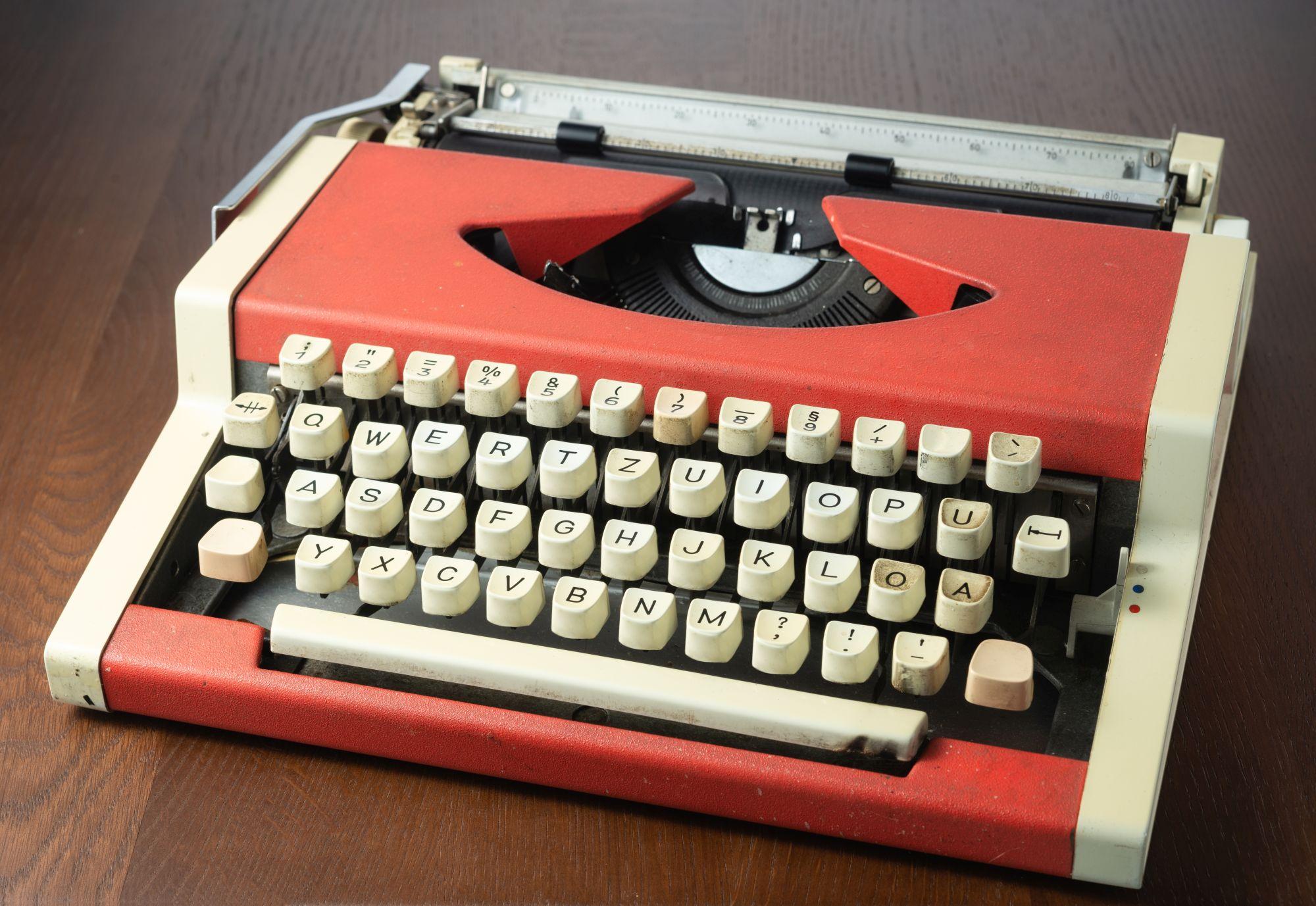 Narancssárga írógép billentyűkkel