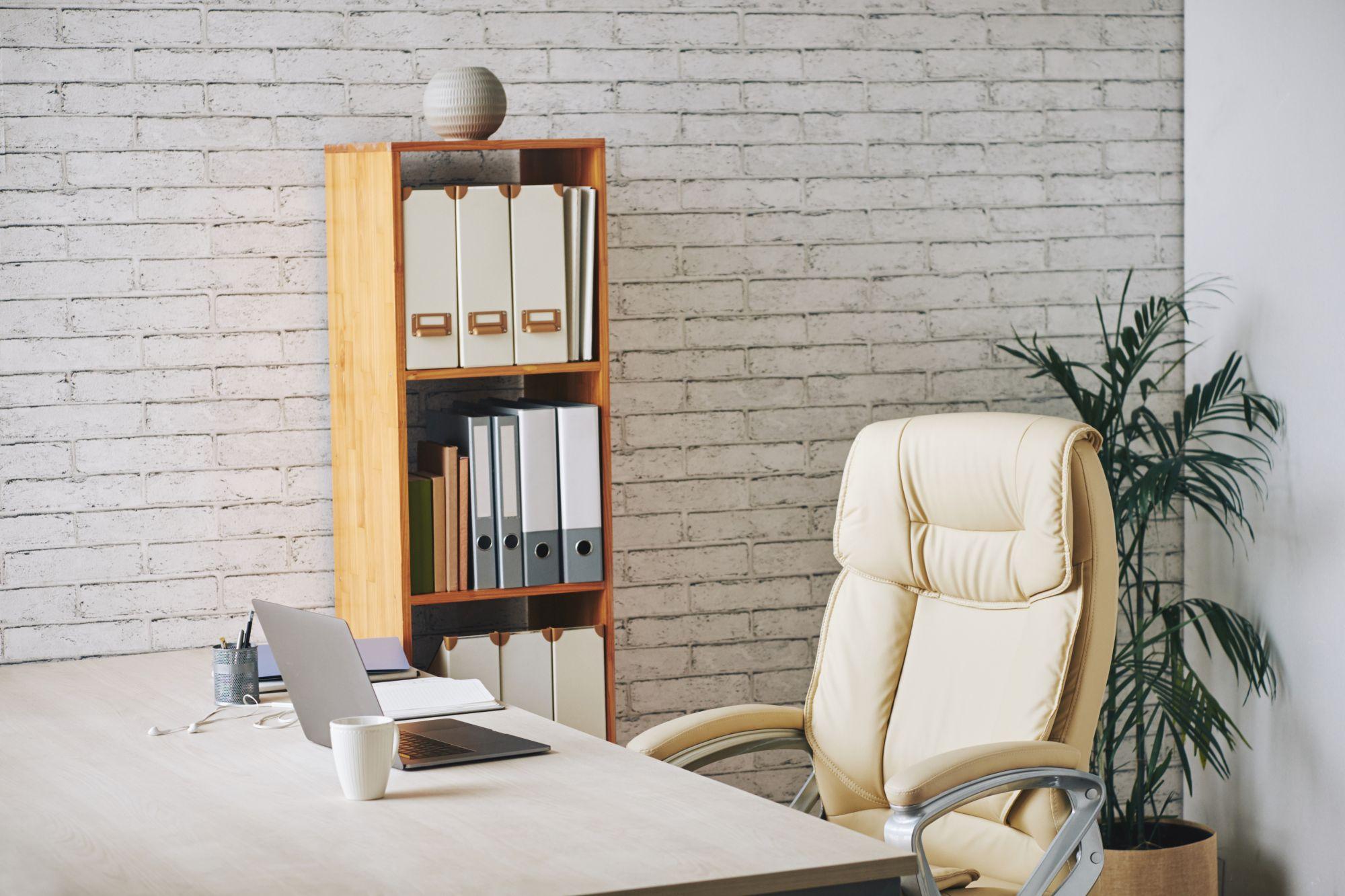Otthoni iroda székkel